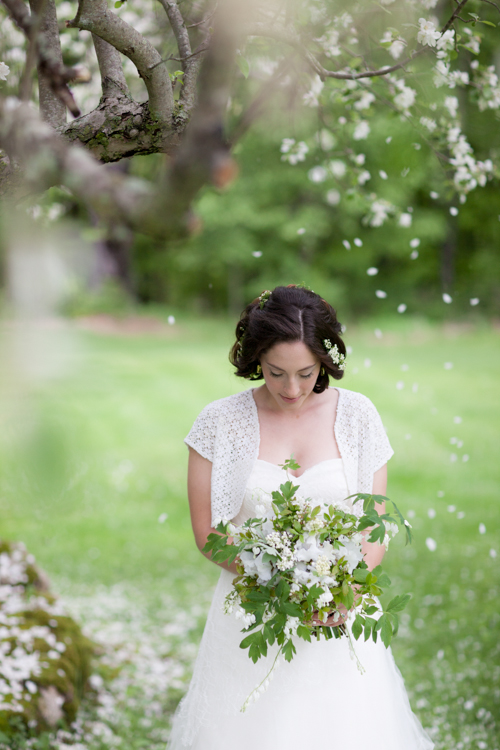 Spring Dream Inspiration   Photos: Geneve Hoffman Photography   See more at www.localhost/beautifuldays